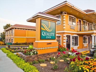 Quality Inn Hotel Hayward - Hotel Flower Garden and Signage
