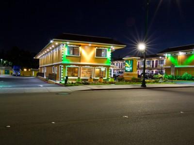 Quality Inn Hotel Hayward - Registration and Lobby at Night