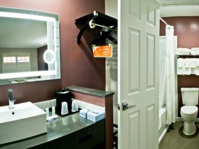 Quality Inn Hotel Hayward - 2 Queen Vanity Area