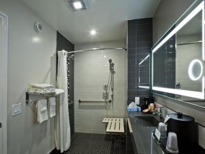 Quality Inn Hotel Hayward - Accessible Private Bathroom
